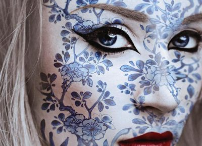 Mujer porcelana