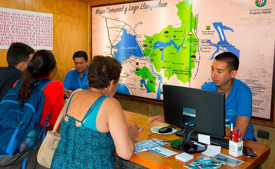 Oficina de turismo realiz 20 mil atenciones este verano for Oficina turismo burgos