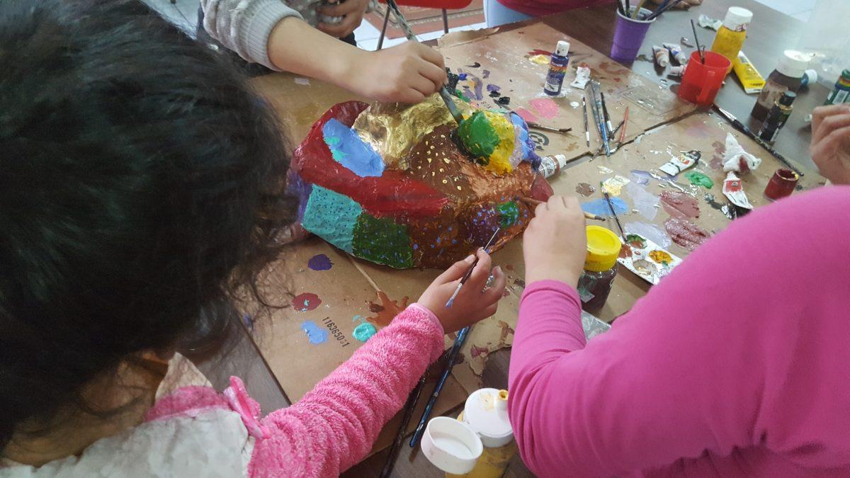 Carnaval del sur: Residencias de niños reciben talleres de máscaras - Diario Puerto Varas