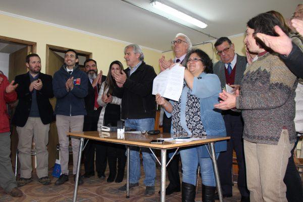 Colbún y Junta de Vecinos firman acuerdo para recuperar el nivel del lago Chapo - Diario Puerto Varas