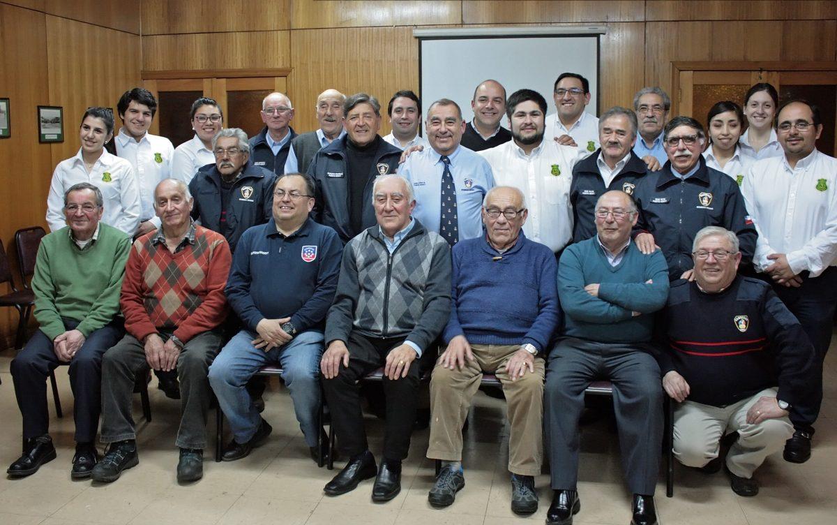 Bomberos Insignes de Puerto Montt se reúnen con coordinador Senama - Diario Puerto Varas