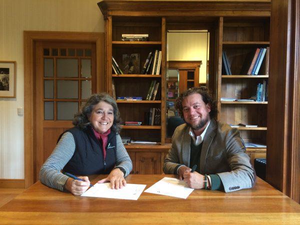 Verónica Abud y Eugenio Rengifo en firma de convenio, 28 feb 2019 - Diario Puerto Varas