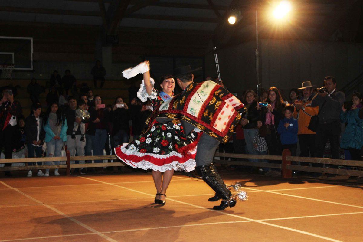 Pareja cuequera de Ancud representará a la región de Los Lagos en Nacional de Arica - Diario Puerto Varas
