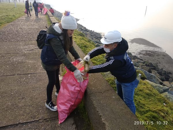 Jóvenes limpian costanera de Puerto Montt - Diario Puerto Varas