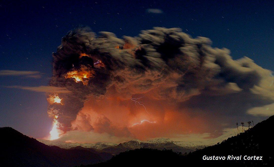 Foto erupción, tomada por Gustavo Rival - Diario Puerto Varas